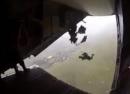 بالفيديو: مكسيكي يعلق بالجو بين الحياة والموت